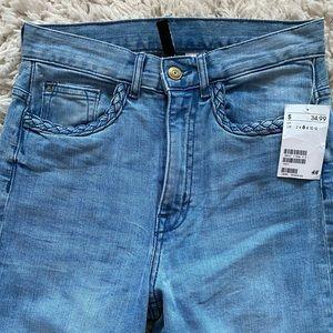 H&M Wide Flare Lightwash Jeans. Size 6